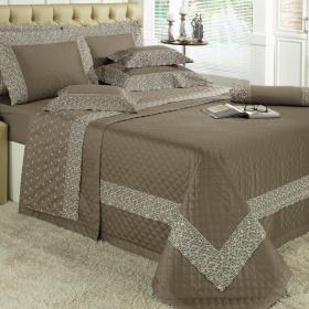 Kit: 1 Cobre-leito King + 2 porta-travesseiros Cetim de Algod�o 300 fios com Bordado Ingl�s - Madame Stone - Dui Design