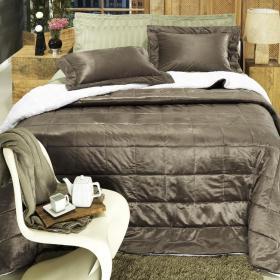 Kit: 1 Edredom Queen Plush e Pele de Carneiro + 2 Porta-travesseiros - Plush Sherpa Caf� - Dui Design