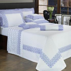 Enxoval Casal com Cobre-leito 7 pe�as Cetim de Algod�o 300 fios com Bordado Ingl�s - Regence Azul - Dui Design