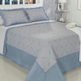 Kit: 1 Cobre-leito Casal Bouti Bordada de Microfibra + 2 Porta-travesseiros - Thane Azul Porcelana - Dui Design